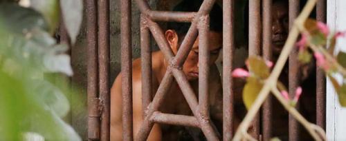 Esclaves-en-cage-en-Indonésie